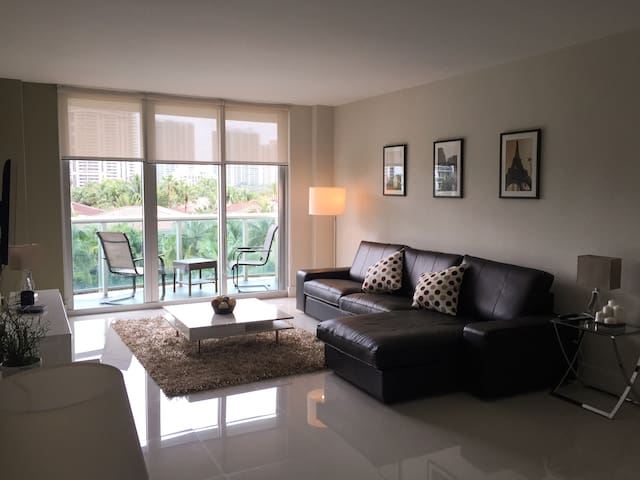 LUX APT 3/2 ACROSS THE BEACH - Sunny Isles Beach - Apartment