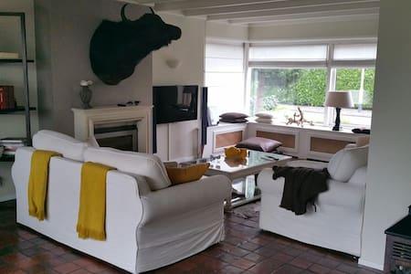 Prachtige villa met kasteeltuin , ontdek Brabant ! - Breda - วิลล่า