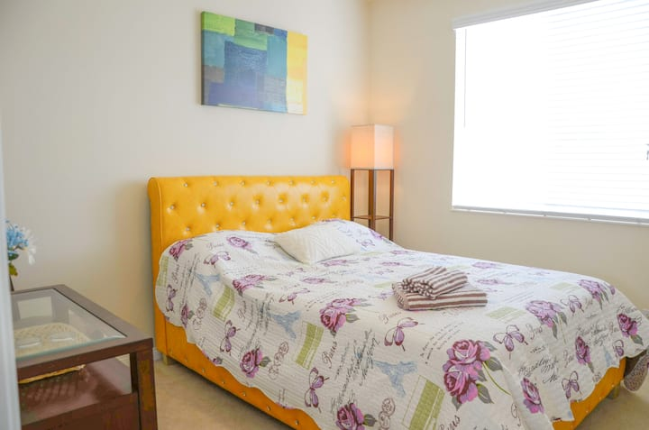 #rm 2 sunny & quiet room with comf bed & loveseat
