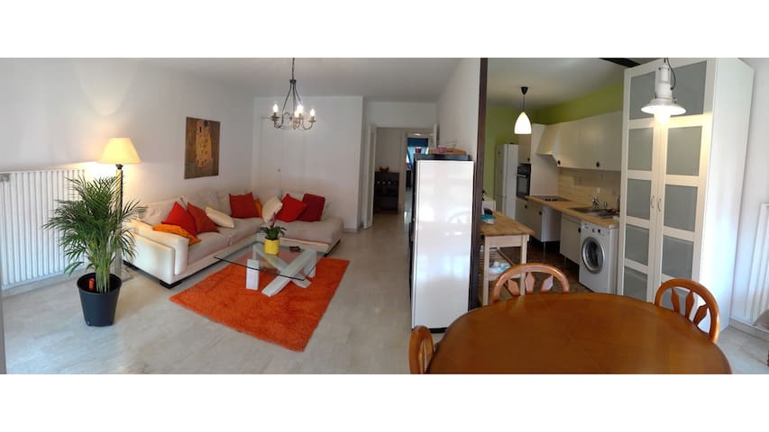 Big One Bedroom Flat close to public transports - Marseille - Wohnung