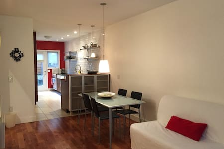 Modern condo with parking minutes from downtown - Montréal