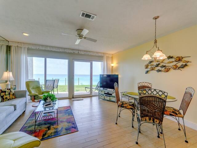 Charming Gulf Front Condo! Sleeps 4, Great Amenities, Nearby Shops & Restaurants!