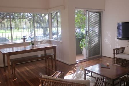Elegant large one bed apartment - Rose Bay