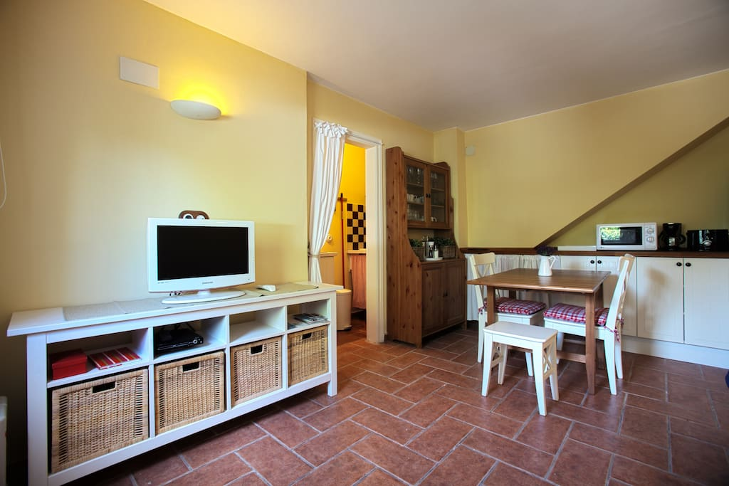 Cozy aparment in villa with garden and pool (wifi access inside and also outside in the garden).