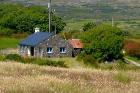 The Cottage Hostel, Loughbeg Farm - Schull - Cabin
