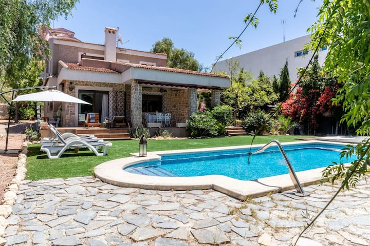 Awesome Villa in Alicante Centre