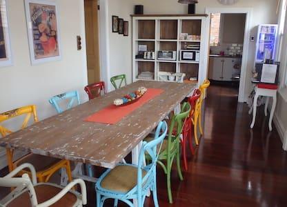 Hamptons Inn (Room 4) Suffolk Suite - Fremantle - Bed & Breakfast