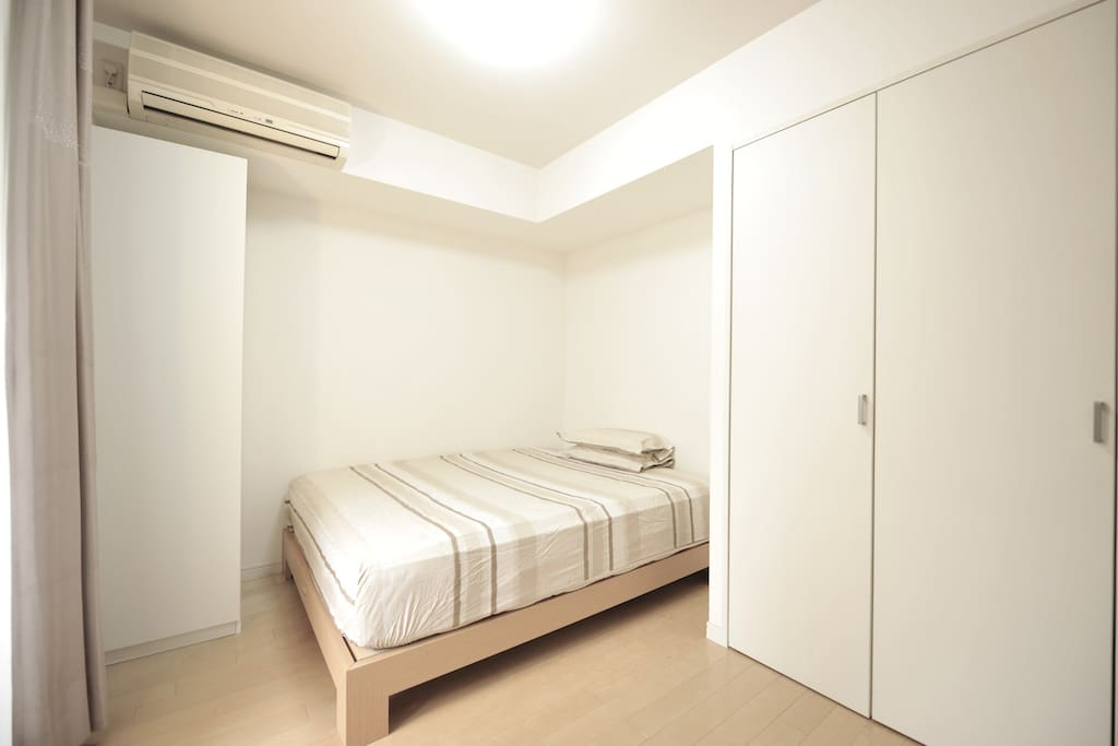 Bedroom with Sealy mattress