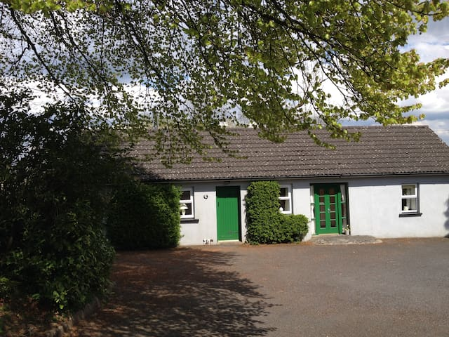 Scregg Cottage Delightful Farm Stay - Carrick on Shannon - บ้าน