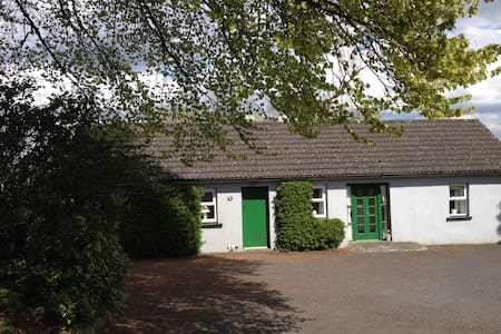 Scregg Cottage Delightful Farm Stay - Carrick on Shannon