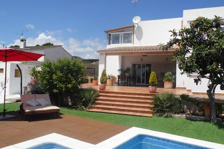 Villa with pool and private garden  - Olivella