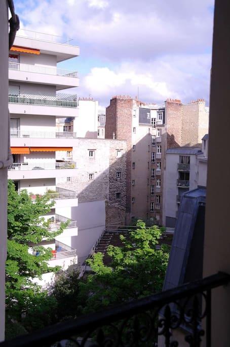 Vue depuis les fenêtres du salon et de la cuisine