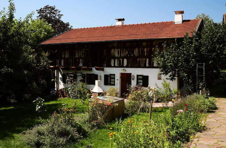 SCHMUCKES LANDHAUS UNTER DENKMAL - Feldkirchen-Westerham - Huis