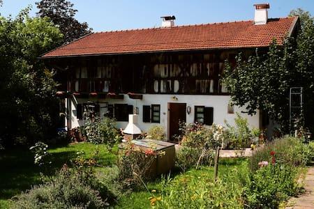 SCHMUCKES LANDHAUS UNTER DENKMAL - Feldkirchen-Westerham