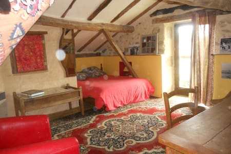 Big room in a countryside house + breakfast - Montrollet