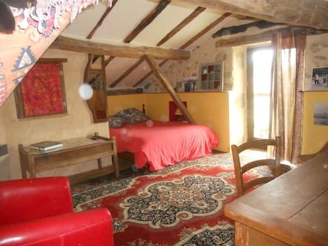 Grande camera in una casa di campagna + colazione