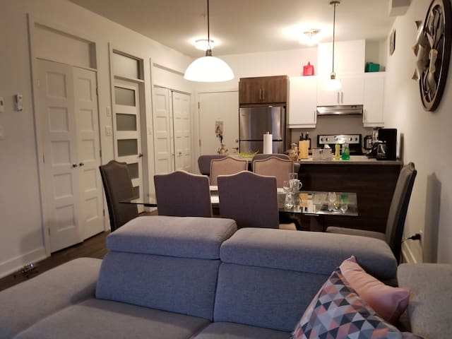Room in a modern condo in the heart of the dix30