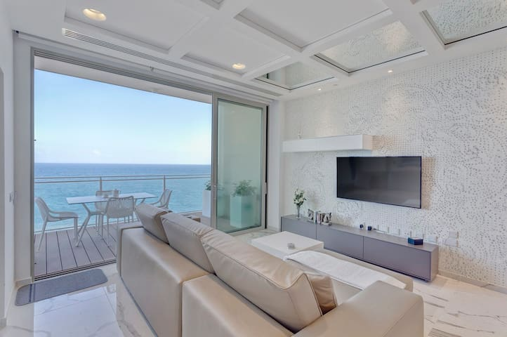 Luxury Apt Ocean Views in Tigne Point, with Pool
