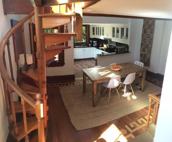 Beautiful 2 bedroom semi in harbourside Balmain - Balmain - Hus