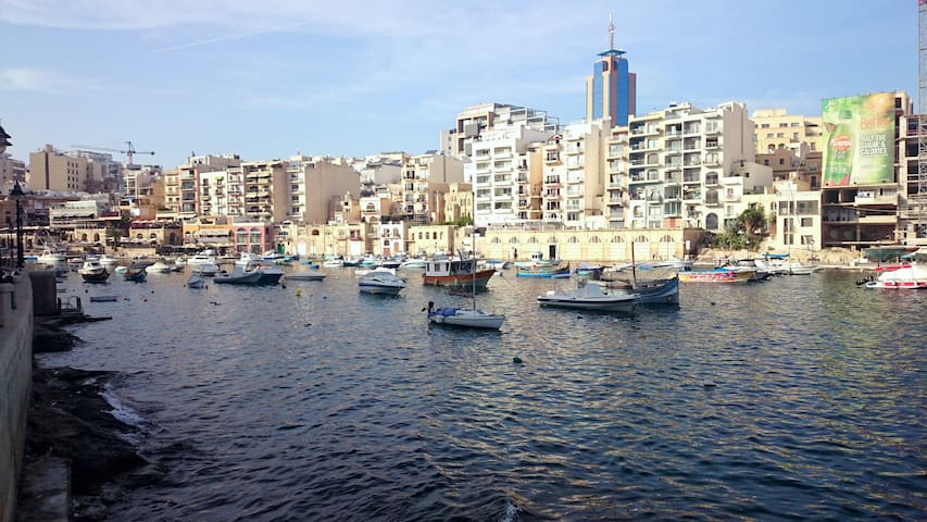 Seafront apartment in Spinola bay