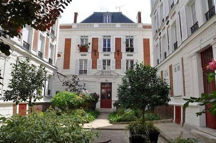charming flat near Buttes chaumont
