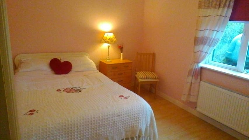 Lovely Self-Catering Apartment (pet friendly)