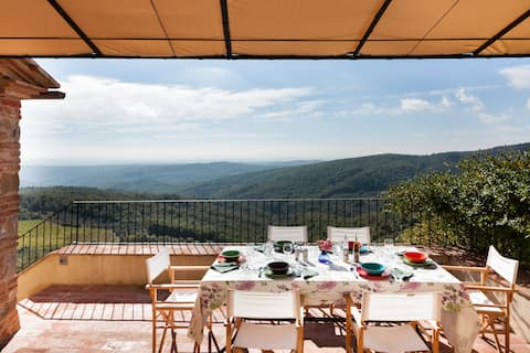 Garden house with swimming pool. Incredible view of Chianti and Tuscan countryside.