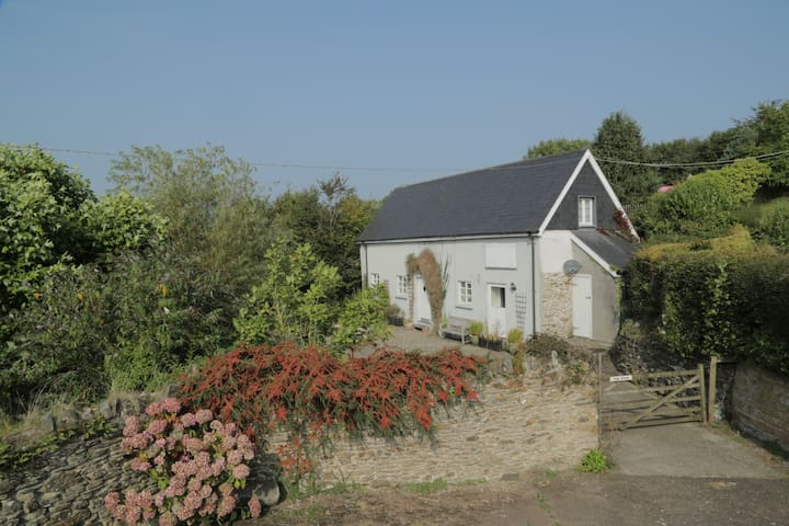 The Byre -Idyllic cottage on farm - Devon