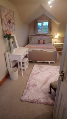Loft En-suite room in Emsworth