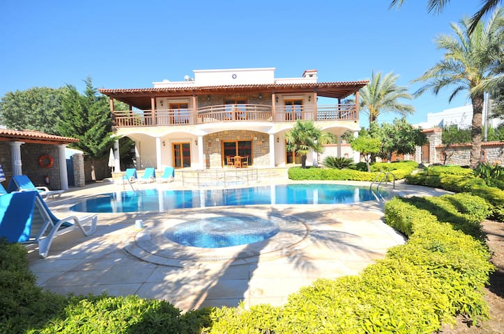 Villa Bitez - Bitez - House