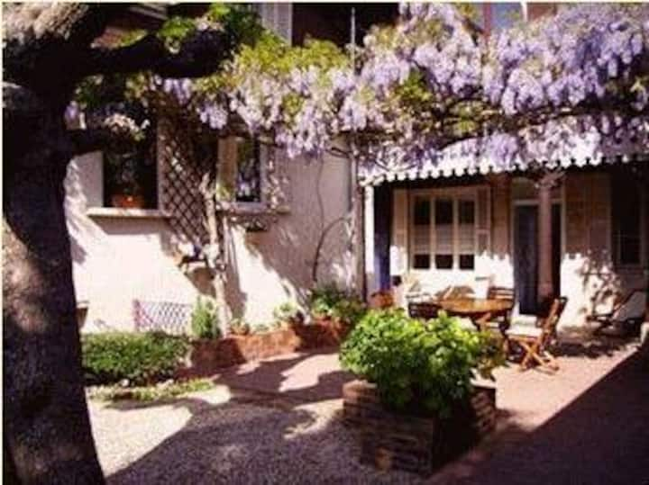 Les Charmilles Bed&Breakfast