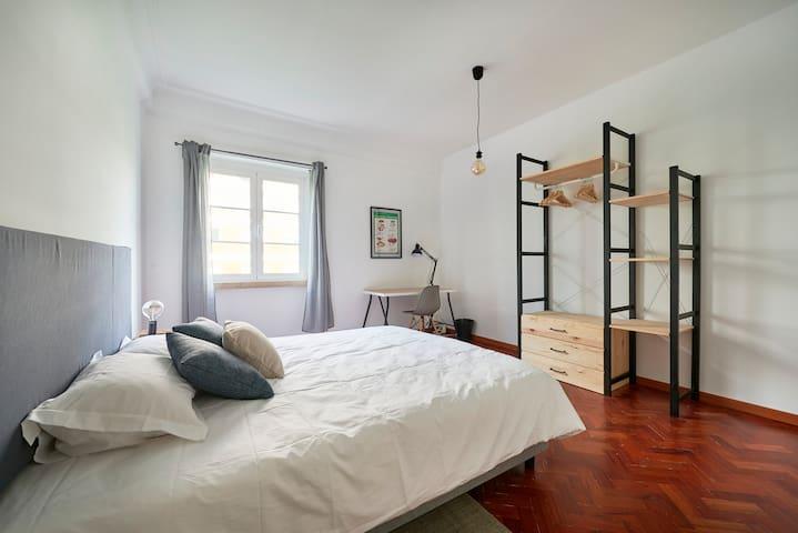 #2 Spacious Bedroom in Saldanha