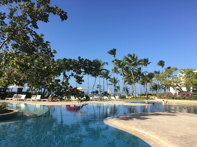 Galtero- Dorado Beach Resort- close to beach+pools