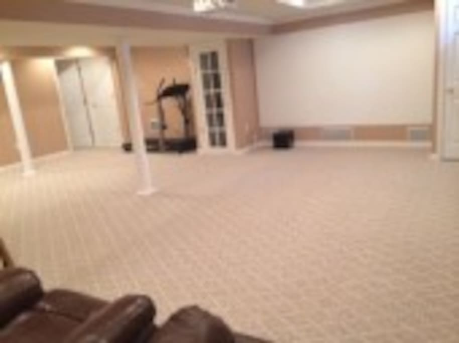 Finished basement with separate entrance casas en for Basement room ideas in bayonne nj