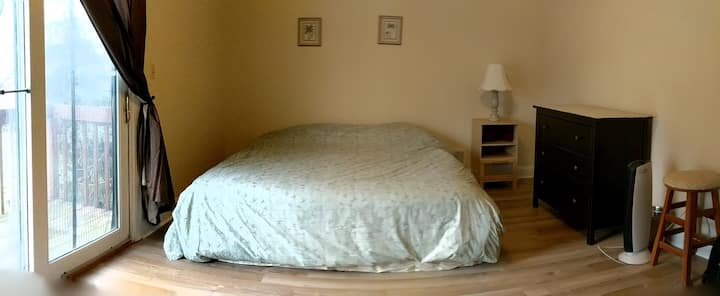 Furnished king size bed w/private bathroom