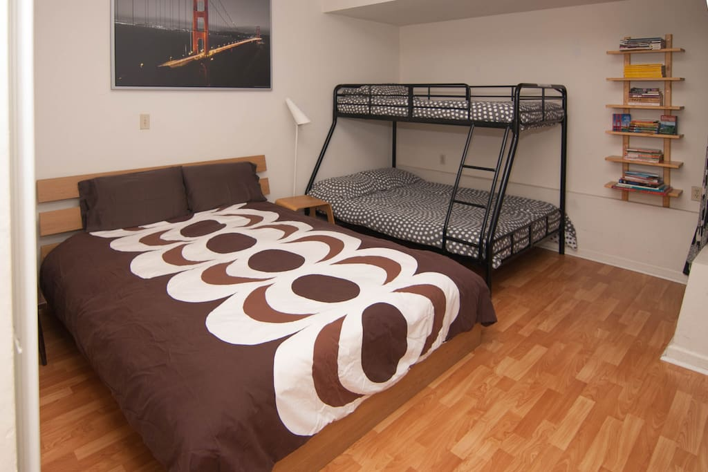 Bedroom with queen bed + bunk bed (double + single)