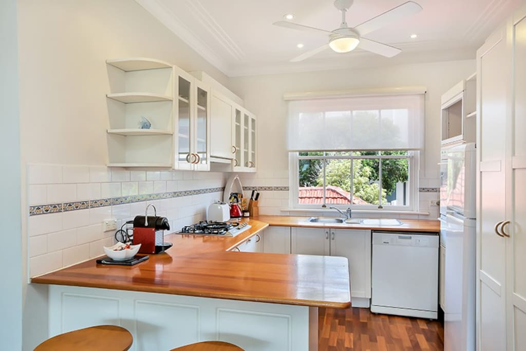 Fully equipped kitchen with Nespresso coffee machine, gas cooktop and Miele applicances (dishwasher, washing machine and dryer)