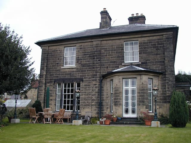 The Cedars Guest House, Belper - Belper, Derbyshire - Bed & Breakfast