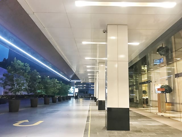 Entrance - Taxi, Uber, Grab, Shuttle Van services