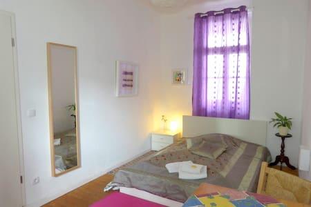 Rheinriver Guesthouse, Zimmer Veilchen
