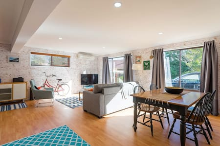 Funky apartment - walk to the beach - Avoca Beach