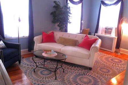 Stylish Sunny One Bedroom in Queens