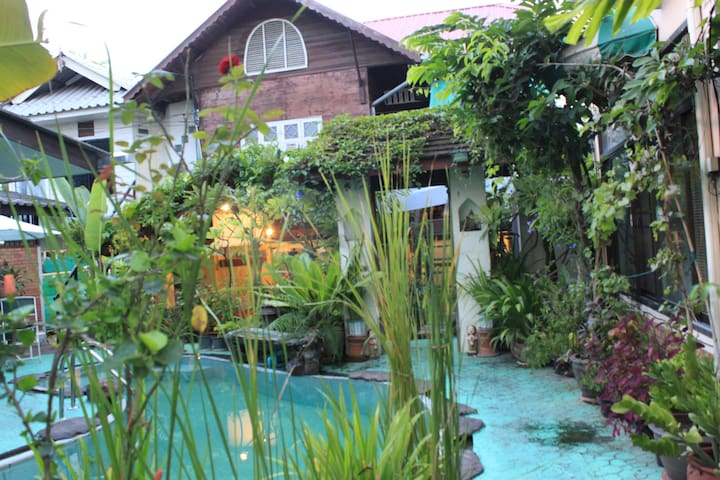 Twin Bed Room Wood Style Lanna - Chiang Mai - Guesthouse