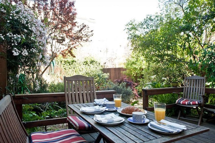 Sunny Castro Garden Apartment Sleeps 5