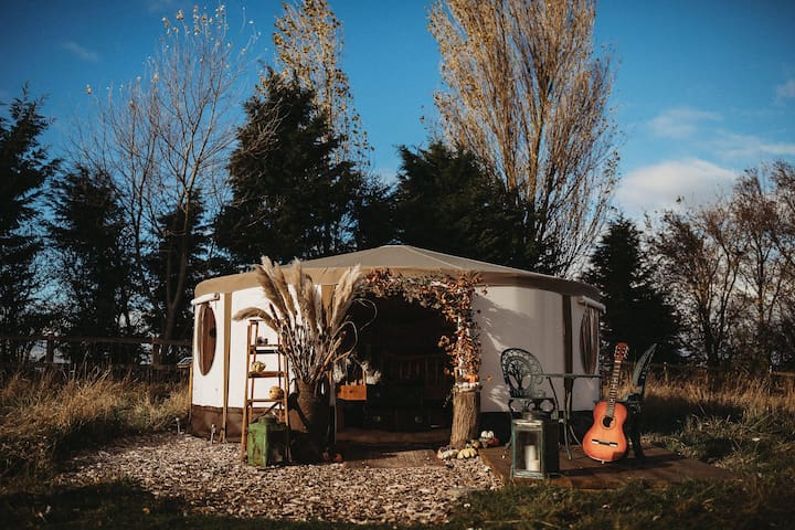 Luxury Yurt Glamping with Six Acres & Lake
