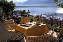 Dal terrazzo: vista lago e porto turistico