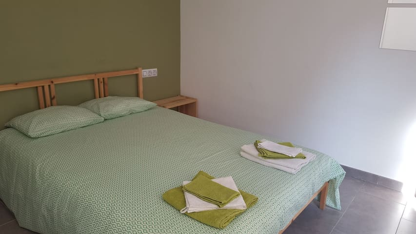 Lovely double room in Clot B