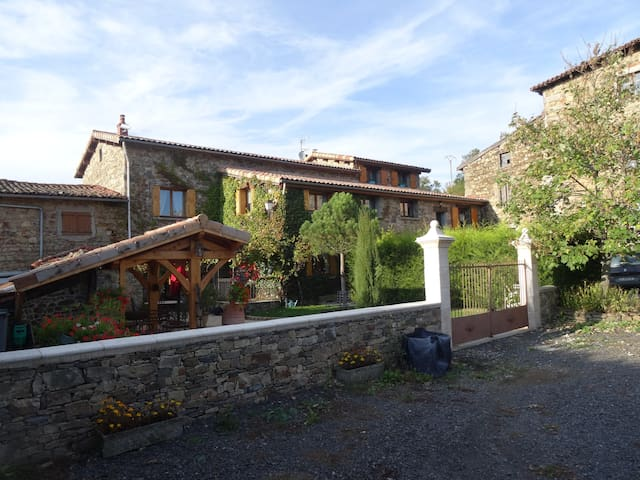 TRÈS BELLE CHAMBRE MANSARDEE  - Saint-Christo-en-Jarez - Ház