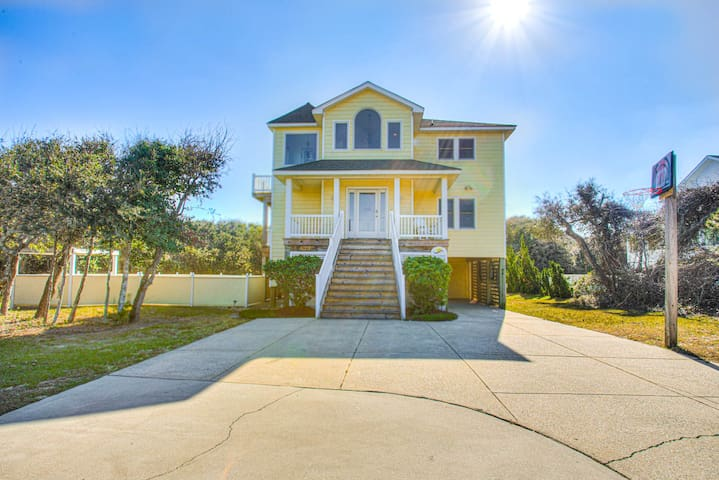 3068 Carolina Sunshine * 1 Minute Walk to Beach * Pool & Hot Tub * Pool Table