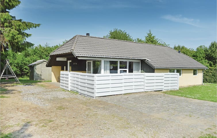 Holiday cottage with 4 bedrooms on 95m² in Juelsminde